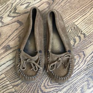 Minnetonka Kilty Softsole Moccasin size 10